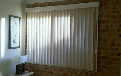 Vertical Blinds with Pelmet - off white/cream