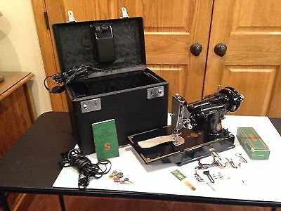 Vintage Singer Featherweight Portable Model 221-1 Sewing Machine & Case