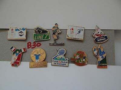 10 x MIXED COLLECTABLE BADGES / PINS B30