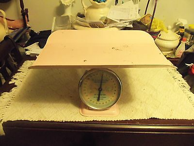 Vintage pink baby scale 1950's In excellent condition antique retro girl boy