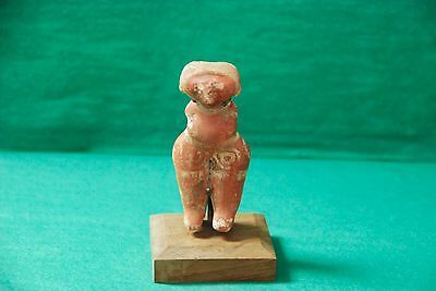 Pre-Columbian Chinesco Female Figure