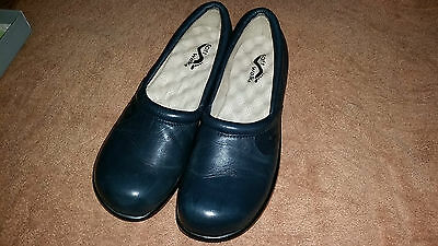 LEATHER LADIES SHOES SOFT WALK comfortable  ADORA size  8.5 ( size 8 )