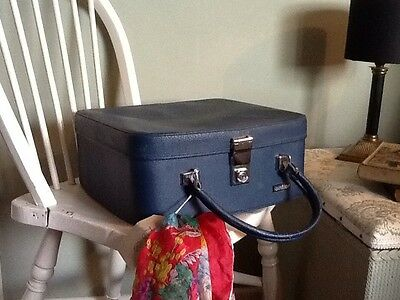 Adorable Vintage Navy Blue1960/70s Vanity Case-Antler #526
