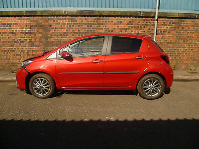 Toyota Yaris AUTOMATIC 5dr 'Icon', 16 reg, ACCIDENT DAMAGED REPAIRABLE SALVAGE