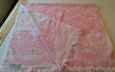 Vintage CANNON ROYAL FAMILY Sculpted Bath Towel Pink/White Fringed Edges