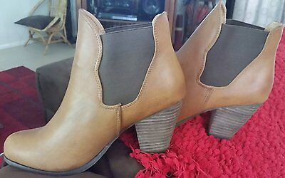 ladies boots brand new size 9