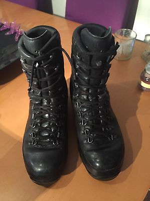 Army Gore-tex Lowa Boots Size 10