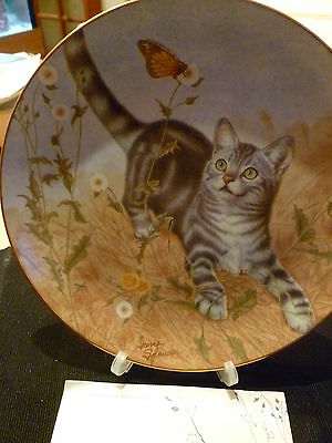 Danbury Mint - Collectors plate - Garden of Weedin