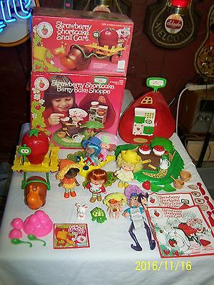Vintage Strawberry Shortcake LOT - BERRY BAKE SHOP / SNAIL CART - 7 DOLLS - N/R