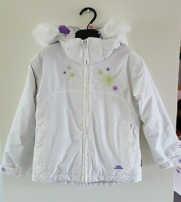 *BNWT* Lovely Girls Trespass Technical Performance TP50 White Coat Size 3-4 Yrs