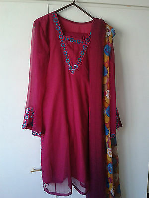 Ladies Gorgeous Shalwar Kameez With Lace Work, Hardly Used,bargain