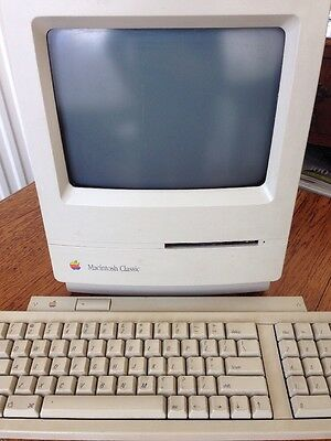 Apple Macintosh Classic Collectible Computer + Keyboard, Software & Power Cable.