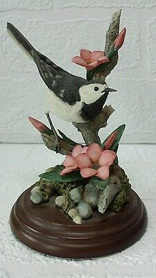 "Collectable ""COUNTRY ARTIST"" Wagtail with Scarlet Flax 01854"