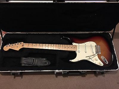 Fender Stratocaster Deluxe 2012 Left Handed American Signed On The Headstock.