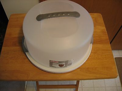 Sterlite Cake Carrier with Locking Lid