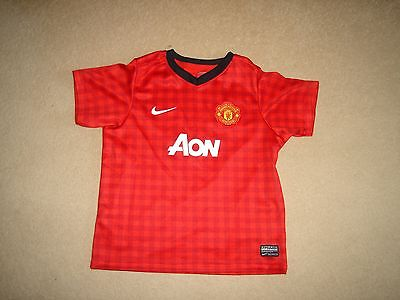 Manchester United football shirt age 6-7 years