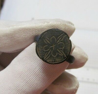 Ancient bronze signet ring №46