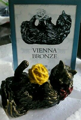 The Franklin Mint - Curio Cabinet Cats Collection - Vienna Bronze