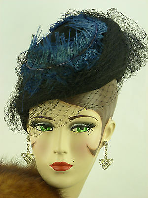 VINTAGE HAT 1940s FRENCH TILT TOPPER w VEILING & BLUE CURLED OSTRICH FEATHERS