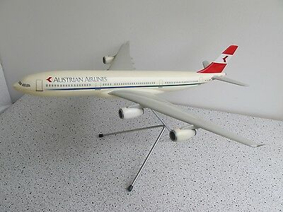 A 340 Austrian Airlines Modell  1:100 Plaste