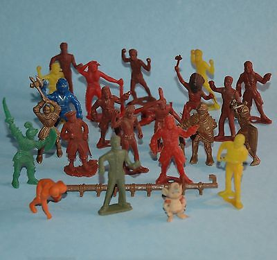 MIXED LOT vintage plastic 23 playset figures MARX? INDIANS PIRATES KNIGHTS 1/32