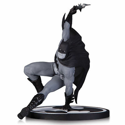 Dc Comics Batman Black & White Bryan Hitch Limited Edition Statue