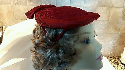 1950s Cocktail Hat in red Faux Fur and Satin