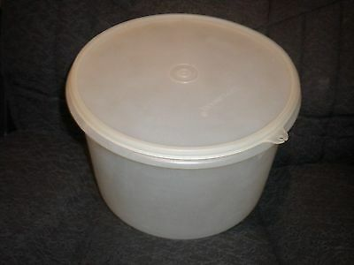 Vintage Tupperware #267 Large Canister Storage Container With Lid #230