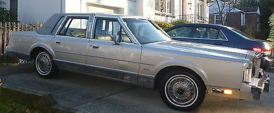 1985 Lincoln Town Car VANIL TOP LINCOLN TOWN CAR 1985 SIGNATURE SERIES ,LOW MILEAGE PERFECT  CONDITION