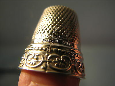 Perfect little solid silver thimble  fully hallmarked London