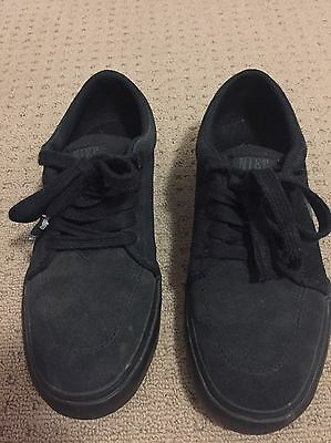 Women's Nike Shoes - Size 37.5