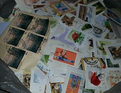 400g AUSTRALIAN STAMPS USED ON PAPER - LOT 5