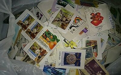 400g AUSTRALIAN STAMPS USED ON PAPER - LOT 8