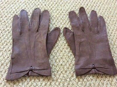 Ladies Milore size 7 1/2 light brown leather gloves