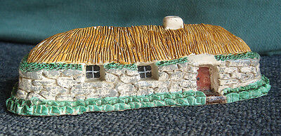 Miniature stoneware highlands of Scotland cottage model 6.1/2 inches long