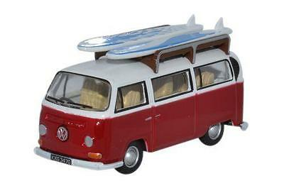 Oxford Diecast VW Bay Window Bus/Surfboards Montana Red/White 76VW024