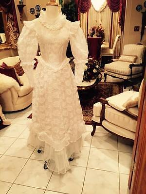 Vintage wedding dress size 8-10 , Victorian style wedding dress, white lace