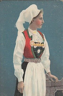 BE51. Vintage Postcard. Lady in local dress. Fashion.