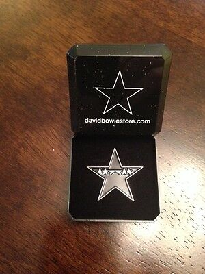"David Bowie ""Blackstar"" Special tribute pin badge in Presentation Box +FREE GIFT"