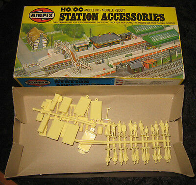 'Airfix' HO/OO Station Accessories.  03608-7.  1978.