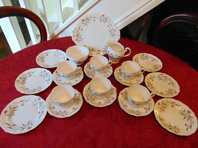 Royal Standard Fancy Free Tea Set (21 Pieces) In Good Condition