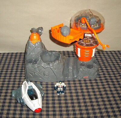2004 Fisher Price Micro Rescue Heroes Space Station Playset / Space Ship Figure