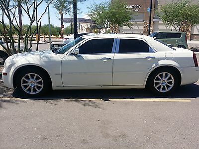 2005 Chrysler 300 Series  2005 crysler 300, limited edition, 14.9 inc DVD, v6 3.8, grill, all limo tint,