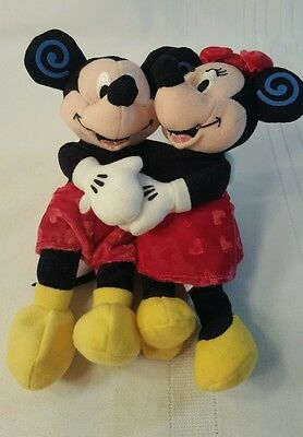 Disney Store Hugging Holding Minnie And Mickey Mouse Beanbag Plush 8 Inches 818