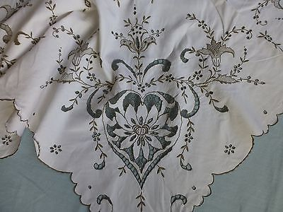Vtg antique style hand embroidered linen Madeira lace tablecloth 'floral hearts'