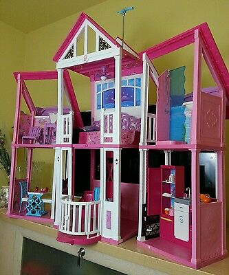 Barbie California Dream House With Furniture And Accessories **look At Photos**