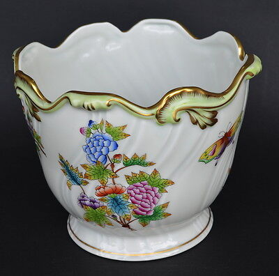 HEREND HUNGARY QUEEN VICTORIA PORCELAIN JARDINIERE/ PLANTER 16cm high #7227 (B)