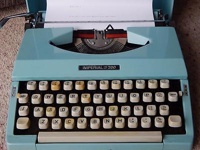 Vintage IMPERIAL 200 Portable Manual Duck Egg Blue Turquoise Typewriter in Case