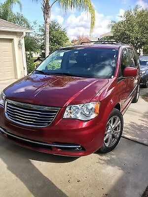 2013 Chrysler Town & Country  2013 Chrysler Town & Country Minivan Loaded in excellent condition
