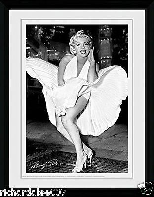 Marilyn Monroe Times Square Framed Photograph - 16 x 12-inch - RRP:£19.99